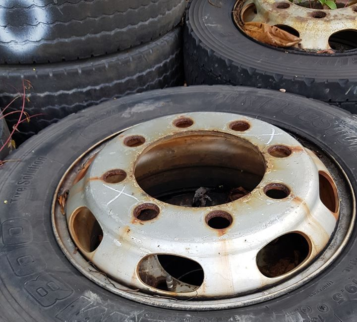 Loader Truck - Tires with Tubeless Rims
