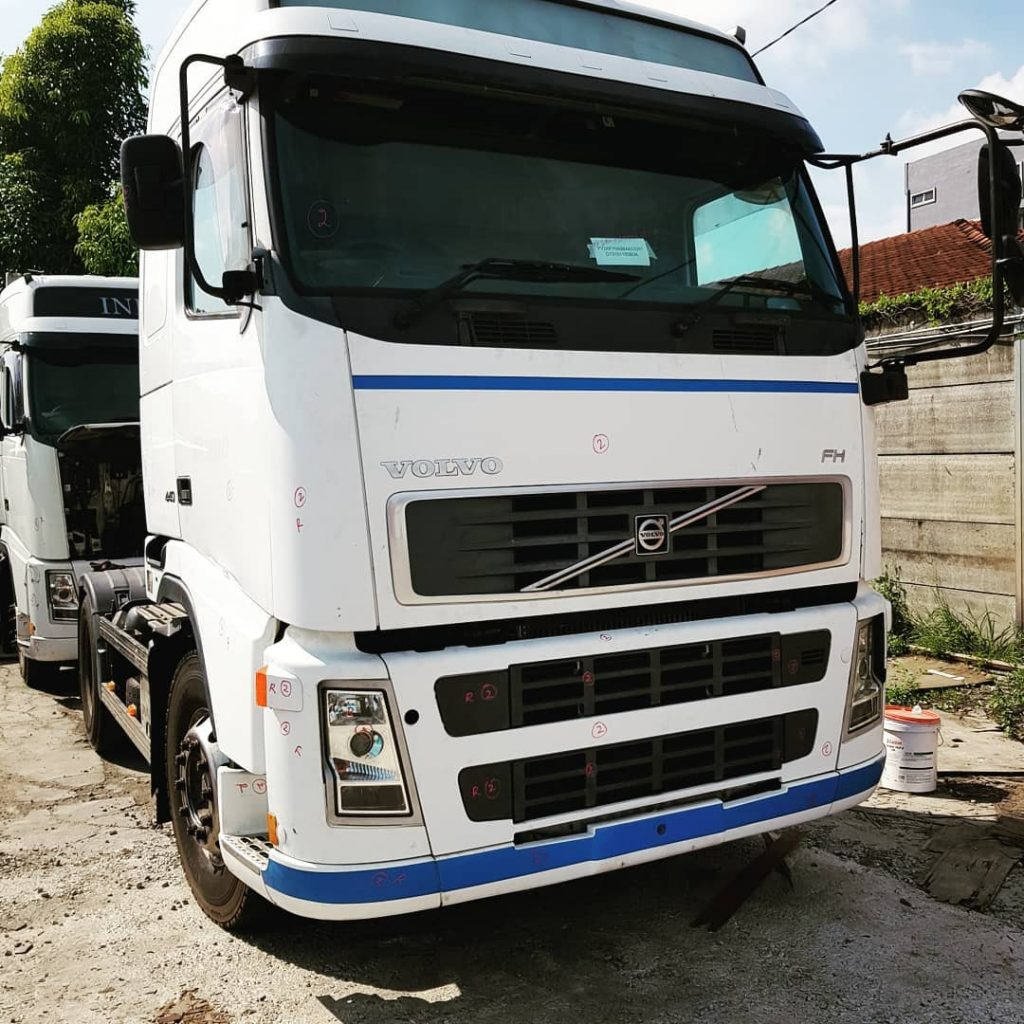 Volvo FH CKD Lorry. Automatic transmission.